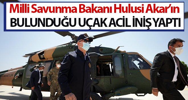 Bakan Akar'ın bulunduğu uçak acil iniş yaptı
