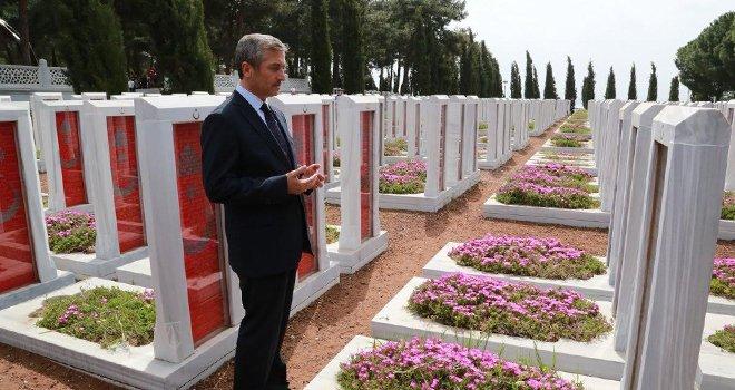 Başkan Tahmazoğlu, şehitleri andı