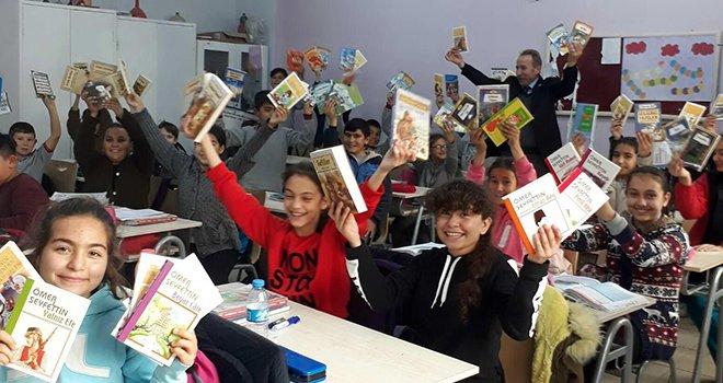 GAÜN'den Yazıkent Mürşide Akçay Ortaokulu'na kütüphane