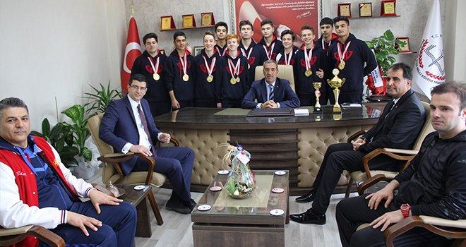 GKV'nin Şampiyon ekipi Mehmet Yağcı'yı ziyaret etti