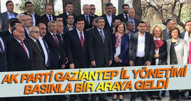 AK Partililer basınla buluştu