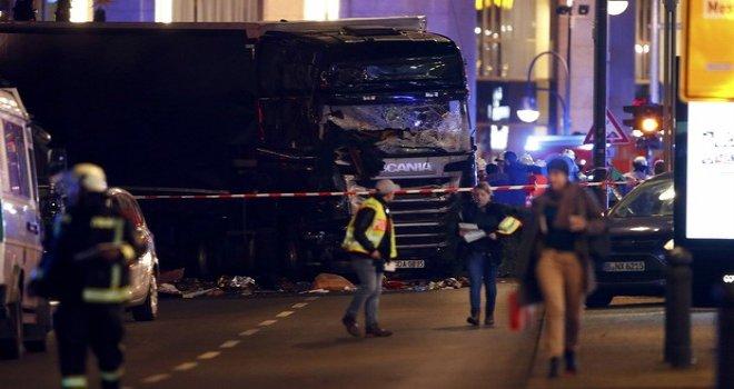 Almanya'da TIR Noel Pazarı'na daldı: 9 ölü, 50 yaralı