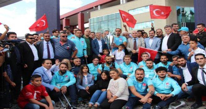 Ampute Milli Takımı'na, Gaziantep'te 30'ar Cumhuriyet altını