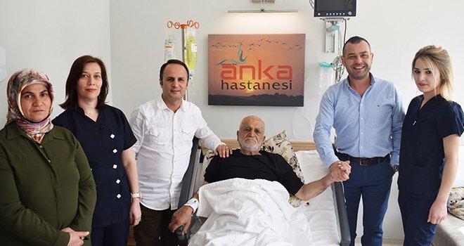 Anka'da 76 yaşındaki hastaya aynı anda 4 ameliyat!