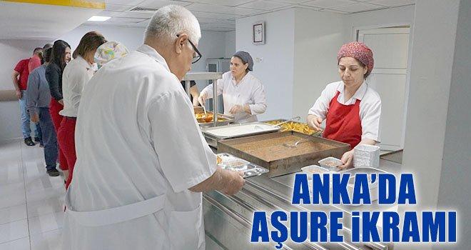 Anka'da hasta ve yakınlarına aşure ikramı