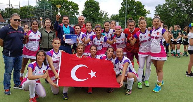 Avrupa şampiyonu Gaziantep Polisgücü Hokey takımı göğsümüzü kabarttı.