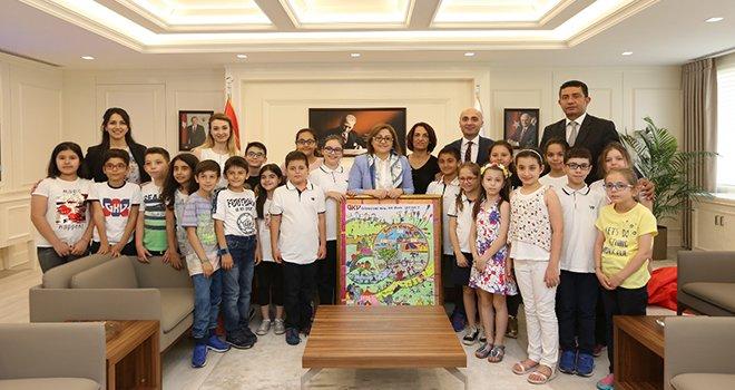 Başkan Şahin GKV'li çocukların hayallerine dokunuyor