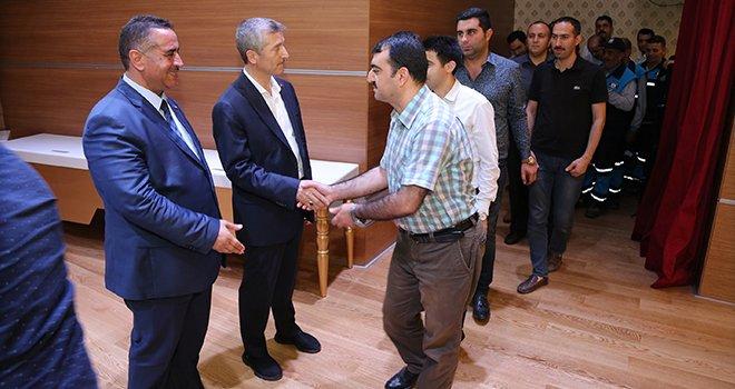 Başkan Tahmazoğlu personelleriyle bayramlaştı