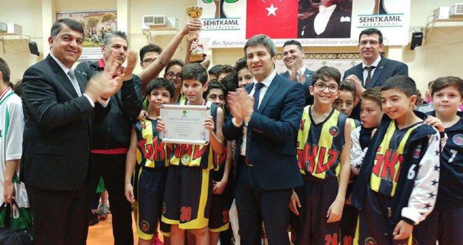 Basketbol şampiyonluk kupası Gaziantep Kolej Vakfı'nın