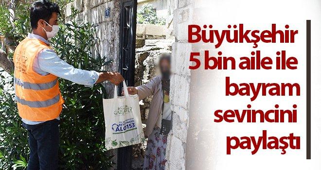 Büyükşehir 5 bin aile ile bayram sevincini paylaştı