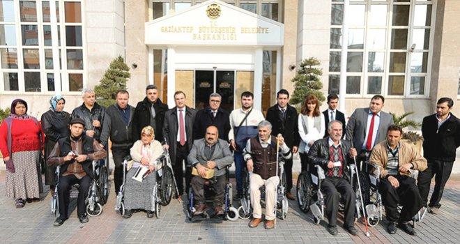 Büyükşehir, Engellilere Beyaz Baston Ve Tekerlekli Sandalye Dağıttı