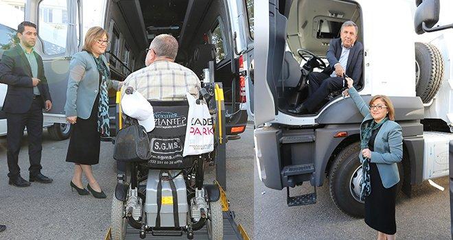 Büyükşehir'den ilçe Belediyelerine araç desteği