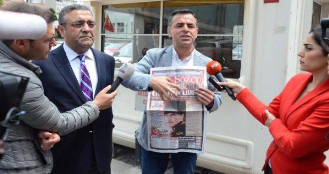 CHP'li vekiller Sözcü Gazetesi önünde