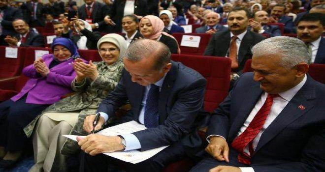 Cumhurbaşkanı Erdoğan yeniden AK Parti'ye üye oldu