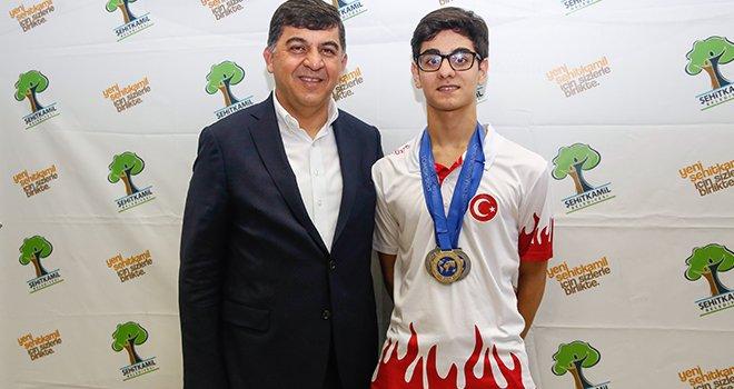Dünya şampiyonu Şehitkamil'den çıktı
