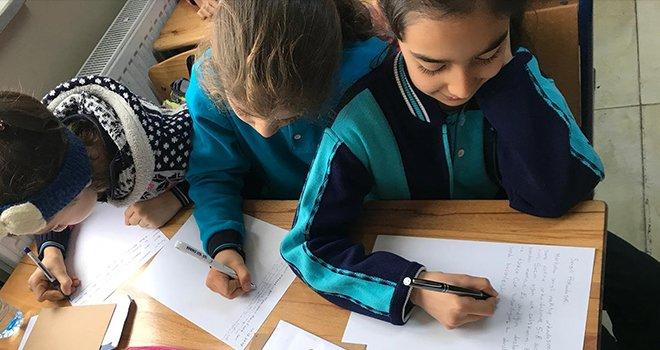 Erdem Koleji öğrencileri mektuplaşıyor