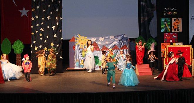 GAÜN'de kreş ve anaokulu öğrencilerine tiyatro oyunu