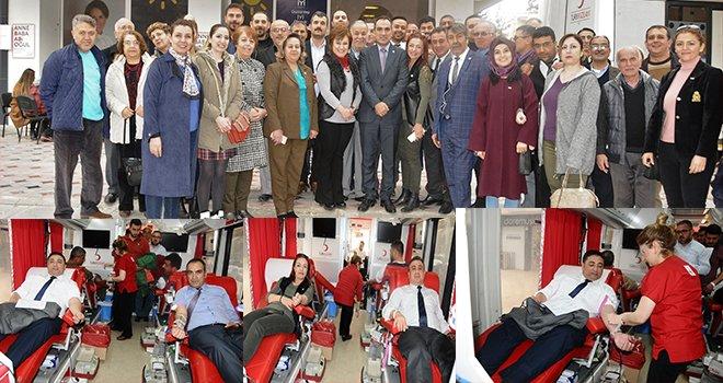 Gaziantep İYİ Parti'den Mehmetçiğe kan bağışı