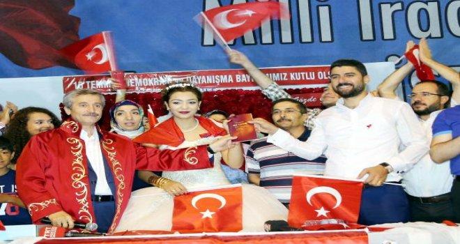 Gaziantepli çiftin nikahları 'Demokrasi nöbeti'nde kıyıldı