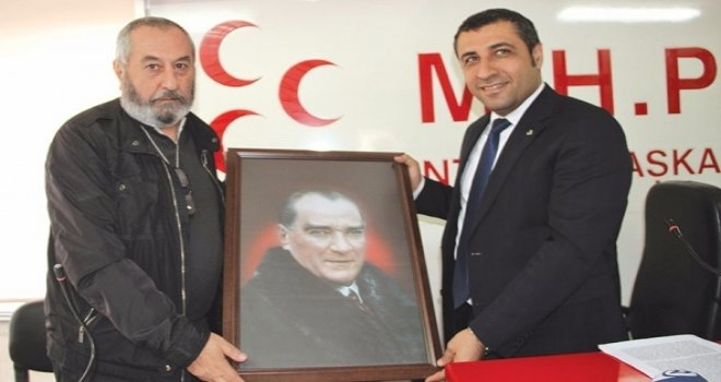 Gaziantepli gazeteciden MHP'ye Atatürk portresi