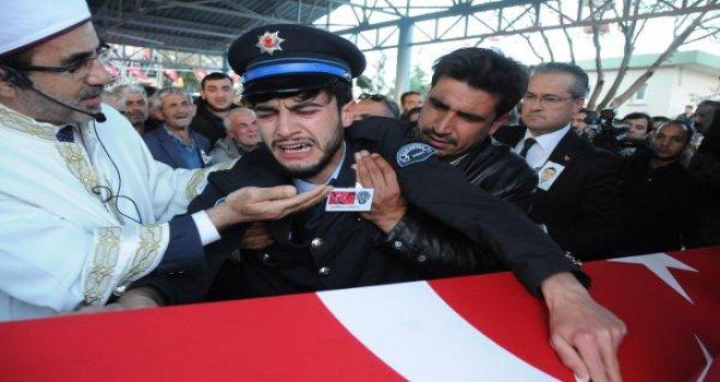 Gaziantepli şehit polis gözyaşlarıyla toprağa verildi