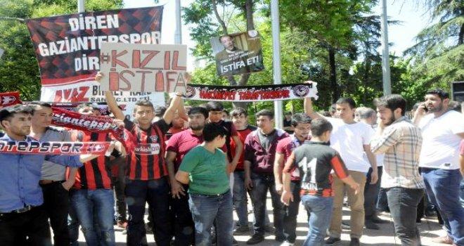 Gaziantepspor taraftarı yönetimi istifaya çağırdı
