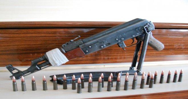 Gaziantep'te bir evde Kaleşnikof silah ele geçti
