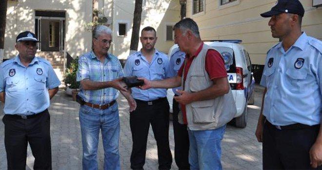 Gaziantep'te para dolu çantayı bulan emekli vatandaş...