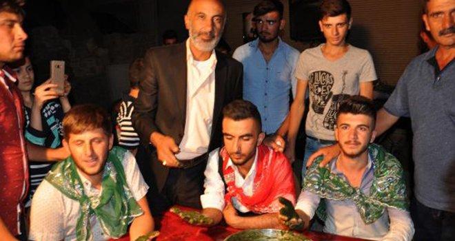 Gaziantep'te ellerine kına yakılarak askere uğurlandı