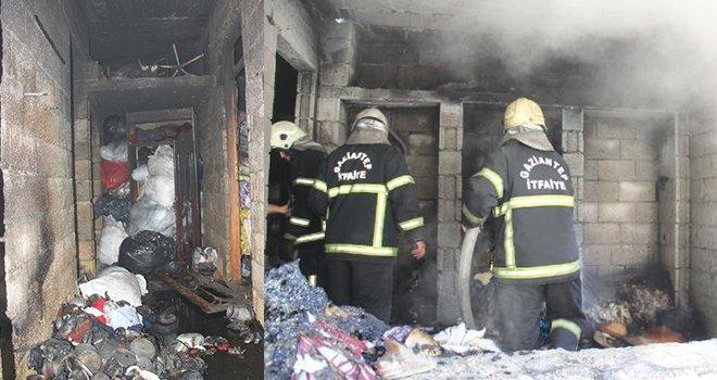 Gaziantep'te evde çıkan yangında baba ile oğlu dumandan etkilendi