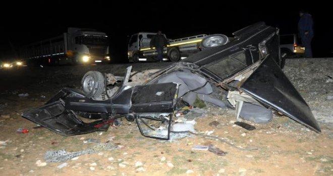 Gaziantep'te iki araç kafa kafaya çarpıştı: 3 ölü, 7 yaralı