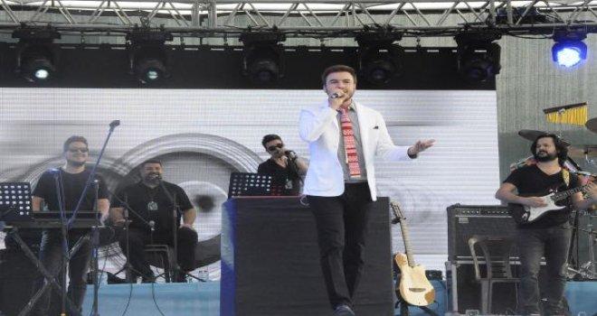 Gaziantep'te Mustafa Ceceli konserine yoğun ilgi