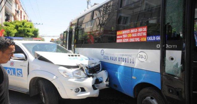 Gaziantep'te, olaya giden polis ekibi kaza yaptı