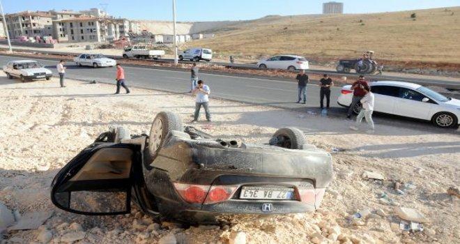 Gaziantep'te otomobil devrildi: 4 yaralı
