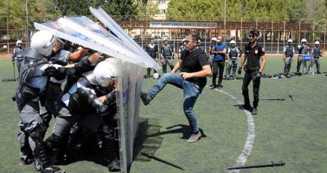 Gaziantep'te polisten özel güvenlik görevlilerine eğitim