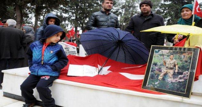 Gaziantep'te şehitler için duygusal tören