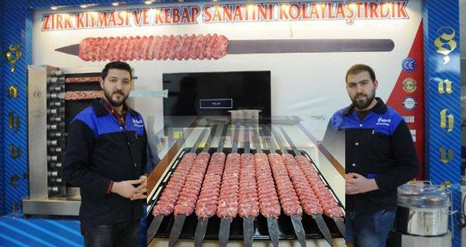 Gaziantep'te şişe kıymayı desenli saplayan makine üretildi