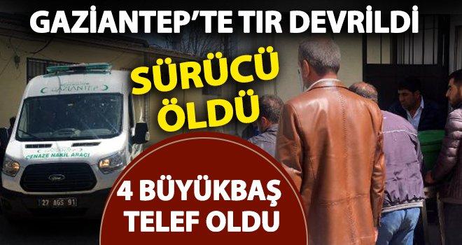 Gaziantep'te, TIR'ın refüje çarptı: Sürücü öldü