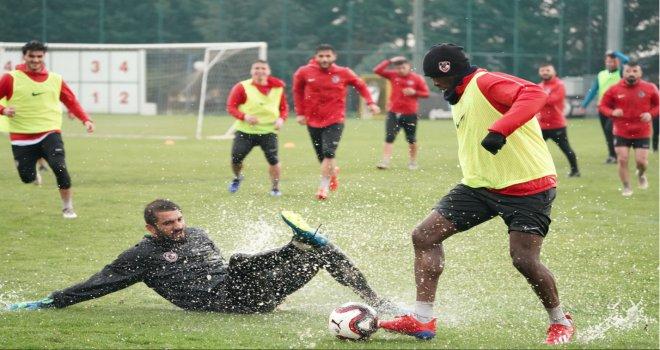 Gazişehir Adanaspor'a bileleniyor