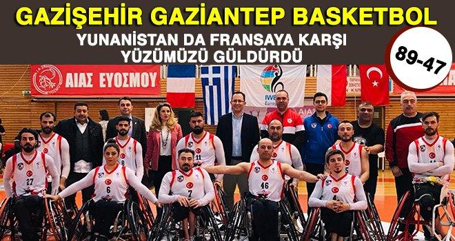 Gazişehir Yunanistan'da Fransa'yı farklı yendi: 89-47