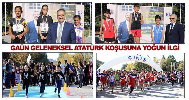 Geleneksel Atatürk koşusuna yoğun bir katılım