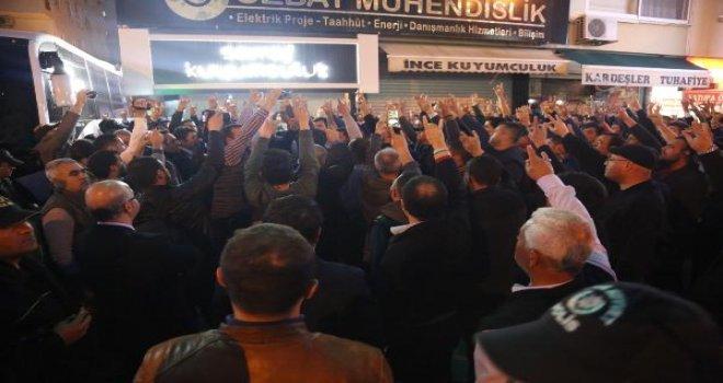 Halaçoğlu ve Özdağ'a ikinci saldırı! 150 kişilik grup...
