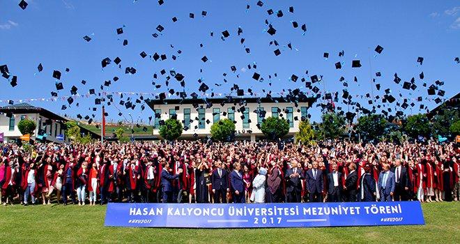 HKÜ III. mezunlarını vermenin heyecanını yaşadı