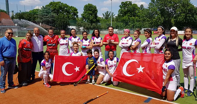 Hokeyin Sultanları, Viyana'da 3'te 3 yaptı: Finaldeyiz