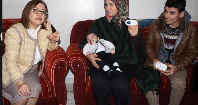 İşitme engelli anneler için, bebek sesi algılayıcısı
