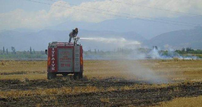 İslahiye'de 20 dönüm anız yandı
