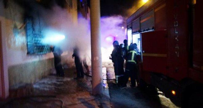 Kilis'te ev yangınında 5 kişi dumandan etkilendi