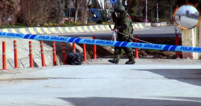 Kilis'te fünyeyle patlatılan şüpheli poşetten çöp çıktı