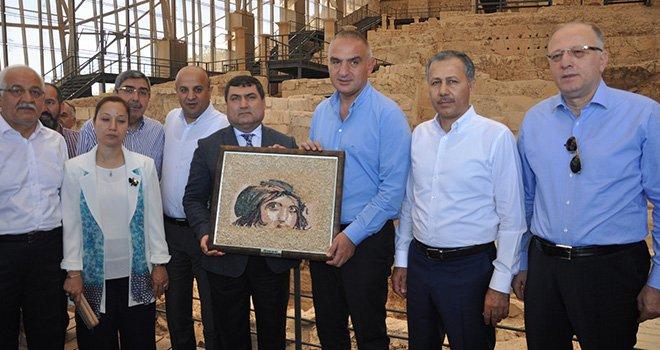 Kültür  Bakan Ersoy, Zeugma'da incelemede bulundu