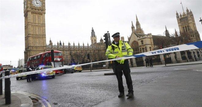 Londra parlamentosu önünde silahlı saldırı: 2 ölü